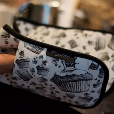 Artistic Aprons & Oven Gloves